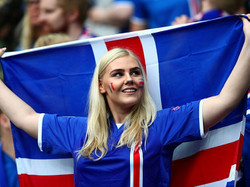 Iceland_fans_2